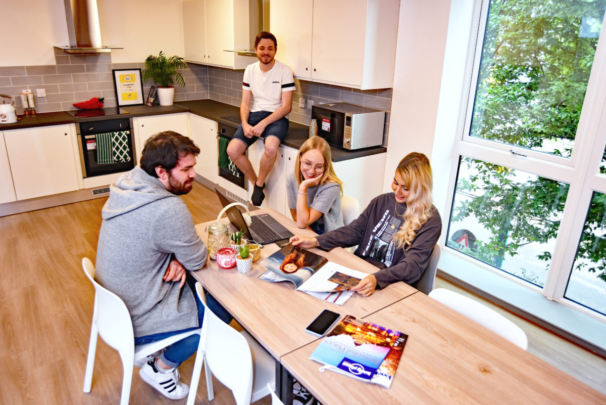 Six tips for living with new house mates
